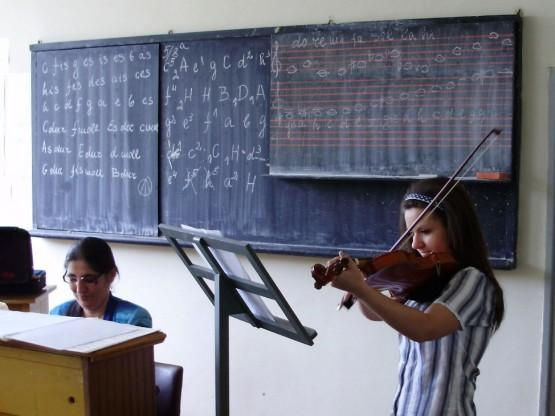 В час по музика