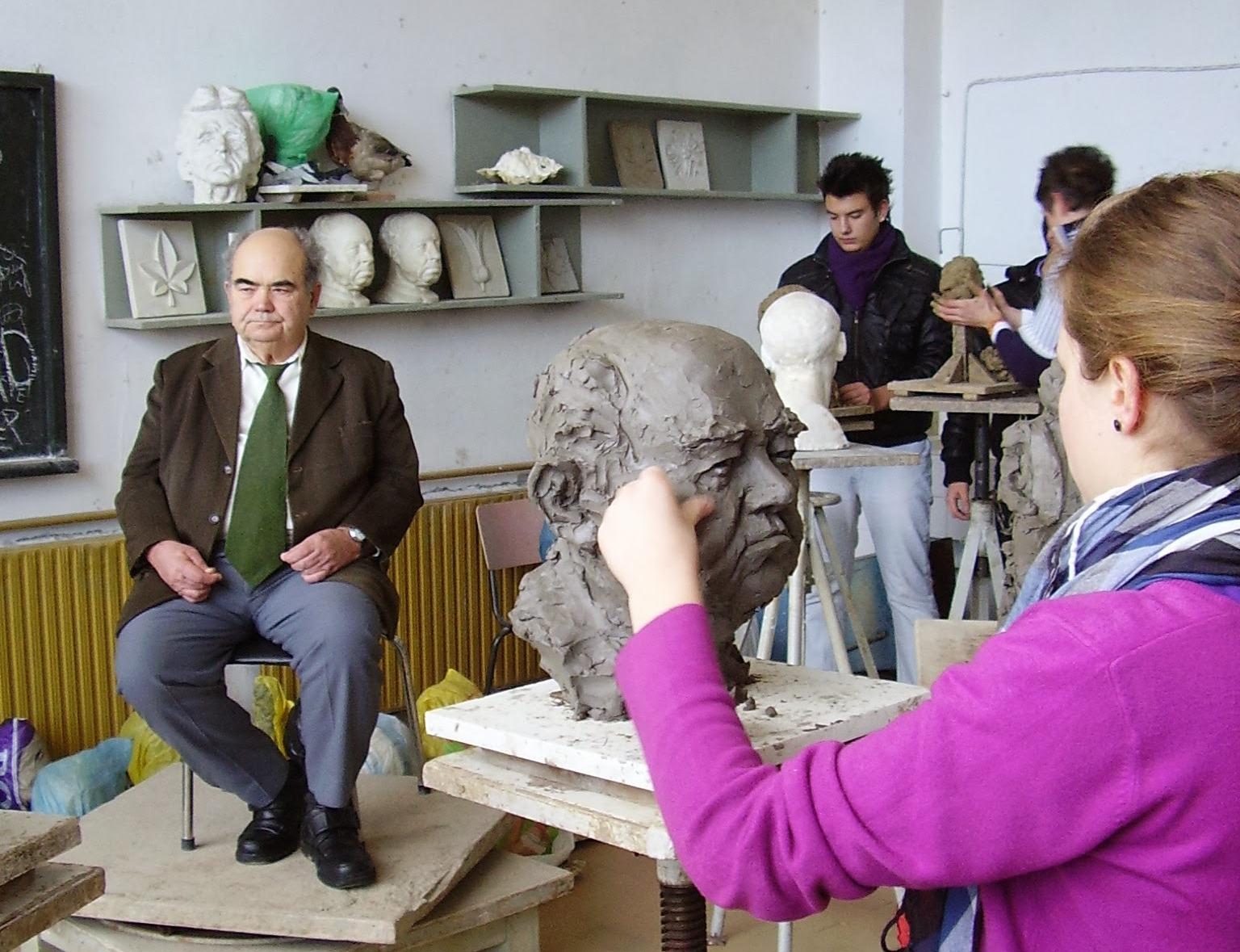 В час по скулптура